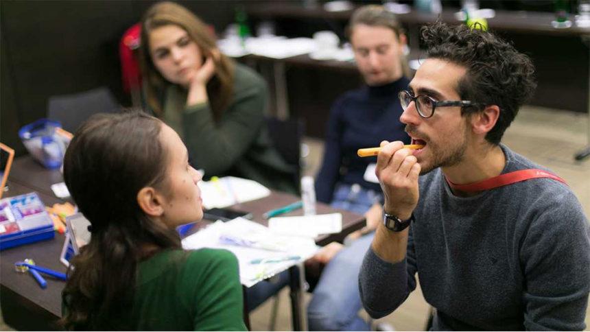 iTop: Tο βούρτσισμα των δοντιών μαθαίνεται (Συνέντευξη: Dr Fabio Angelini)
